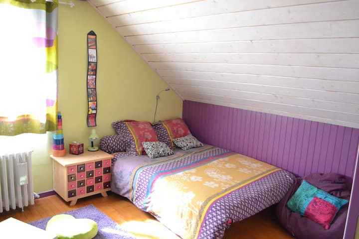 Chambre privée dans une maison.