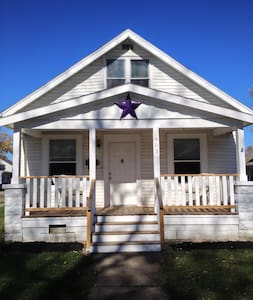The Purple Star House Just Right - Port Clinton - Hus