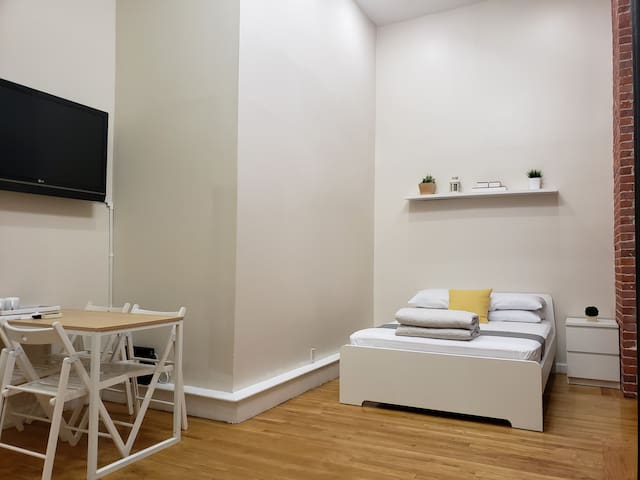 Cute Duplex One Bedroom at central NYC