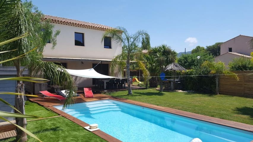 Villa with pool 300m from the sea