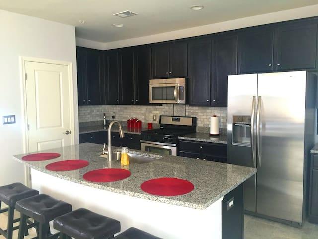 New Luxury 3BR Condo - Chantilly - Appartement en résidence