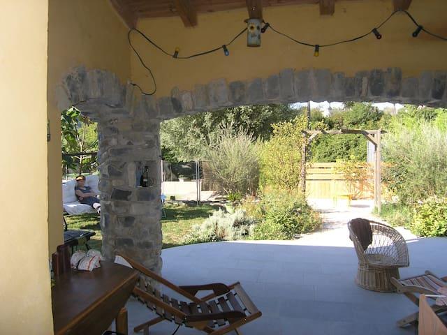 Jolie Villa avec piscine privée village Ardechois - Valvignères - Huis