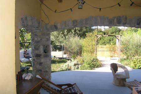 Jolie Villa avec piscine privée village Ardechois - Valvignères