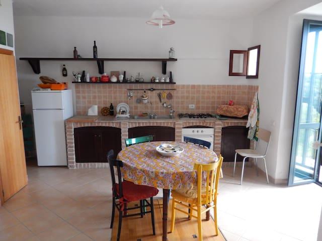 Casa in collina vicino a Marina di Camerota - Lentiscosa - Hus