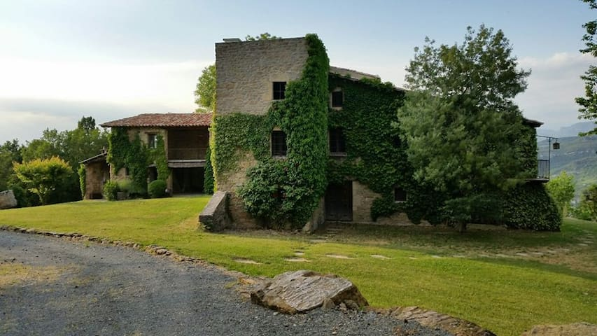 Romantic Stone Farmhouse  - Tavèrnoles - House