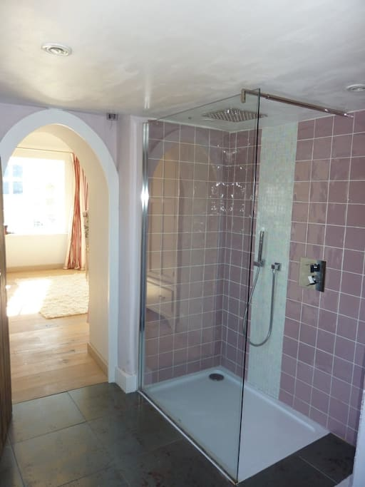 Ensuite to Main Bedroom