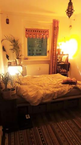 Gemütliche 12 qm in netter WG, Lichtenberg - Berlino - Appartamento