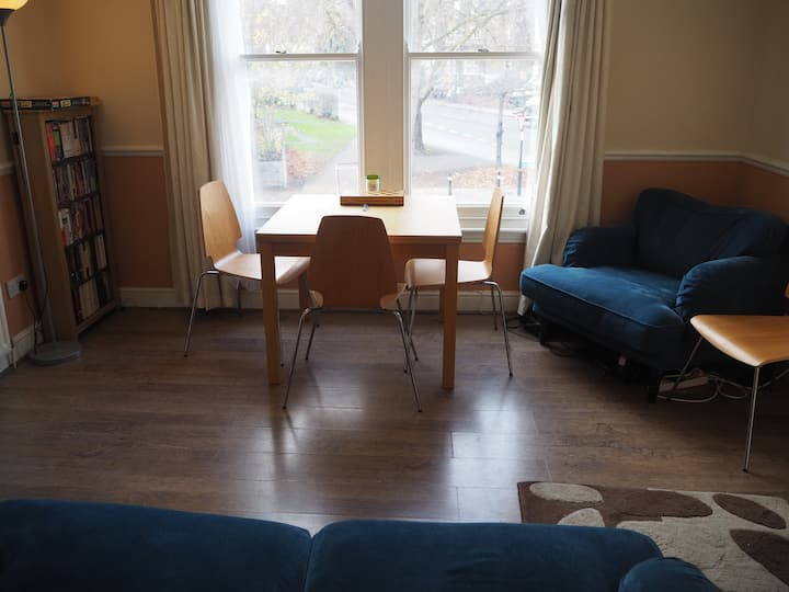 Bright spacious flat in leafy Forest Hill (2 bed)