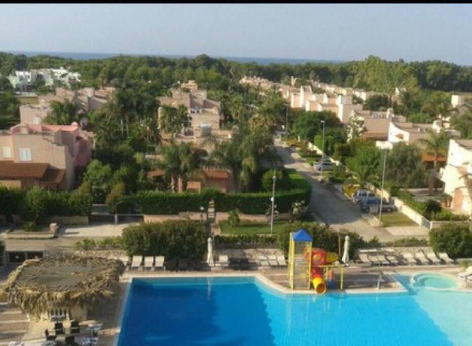 Panoramica complesso residenziale con vista mare