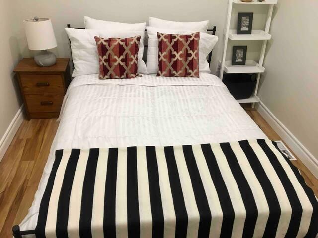 Moose Room. Queen Bed-Corso Italia