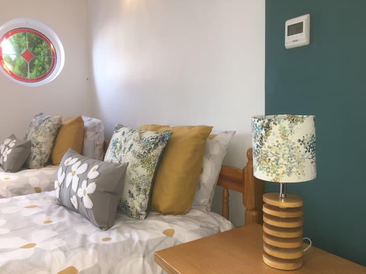 Comfortable, Private Annexe in Village Centre