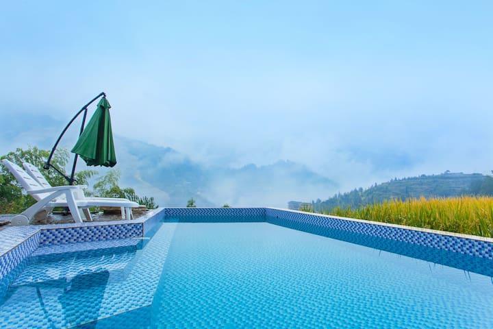 龙脊梯田金坑280度全景大床房,带游泳池。是赏月 ,度假,蜜月、烧烤,出差,聚会,养生的好地方