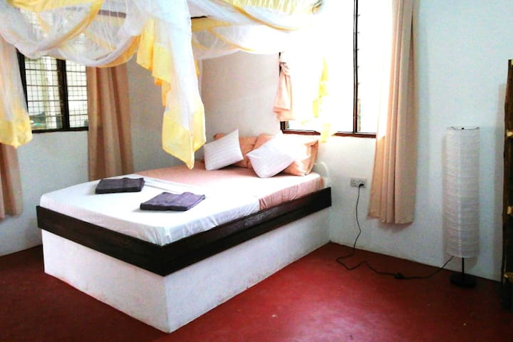 Double Room Ndovu-2 min to the Beach