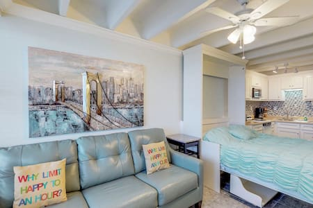 Remodeled waterfront studio w/ a shared pool, Gulf views, grills, & beach!