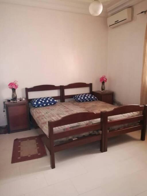 Chambre à coucher avec 2 lits jumeaux