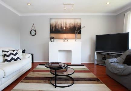 Cozy &  Bright! 2Bedroom in Burnaby - Burnaby - Haus