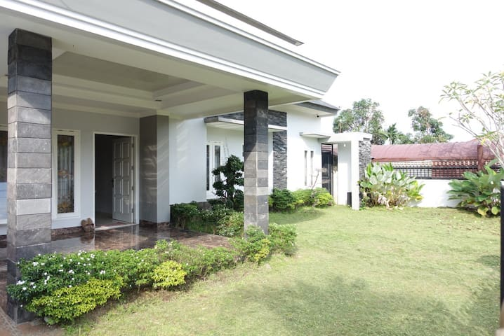 DISEWAKAN!Cozy house Teratai, Komplek Pemda Tk1