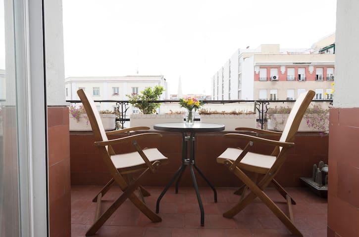 bonito piso muy soleado  barrio Retiro con parking