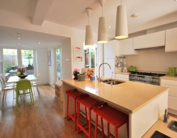 Entire 3 bed home in zone 2 East Dulwich