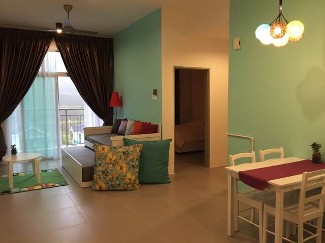 Walk to Pasar Malam! Cosy apartment in Cameron
