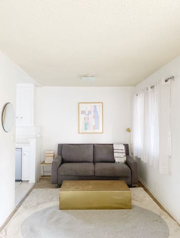 weho cute couch bed/private bath/parking