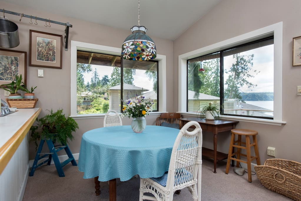 A Tiffany lampshade and fresh flowers highlight the dining area