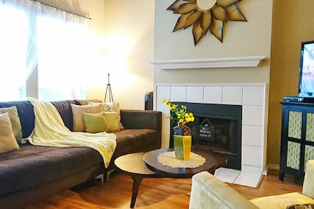 2Bed/2Bath Garden Home Get-a-way For Work and Play
