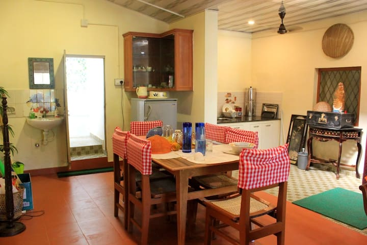 A six-seater vintage dining table with a fully equipped kitchen to meet all your cooking needs.