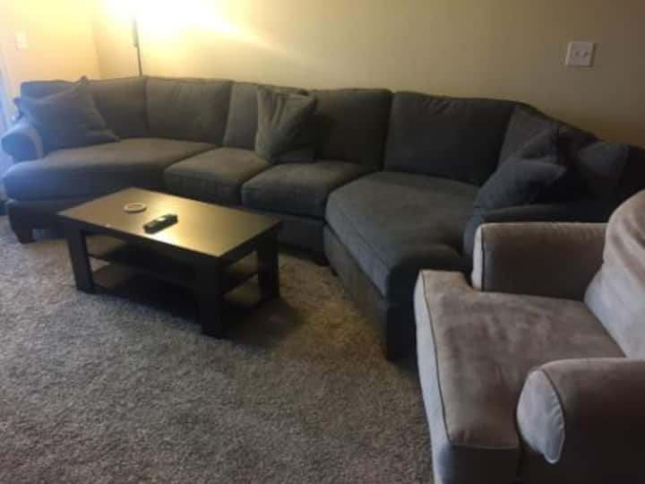 Comfy couch mins from Downtown Macon & I-75
