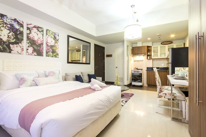 Chic and Spacious Studio by Greenbelt mall (M18)