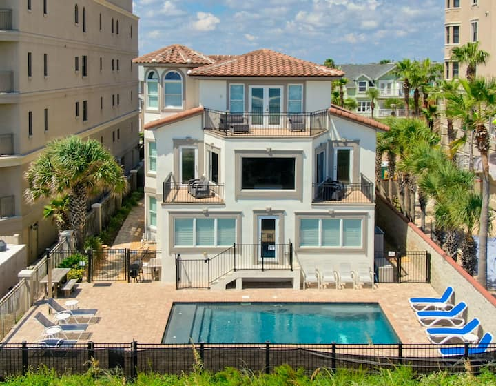 Spectacular Beach House w/Private Pool & Parkings!