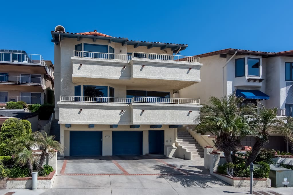 This condo is just steps to beach access by North Beach San Clemente!