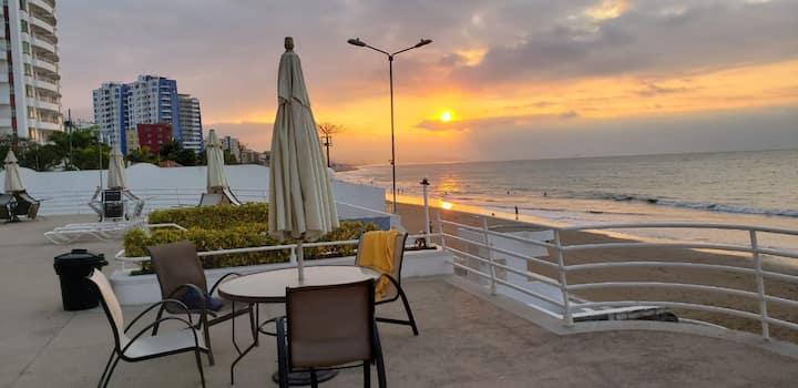 Hermoso departamento frente al mar en Tonsupa.