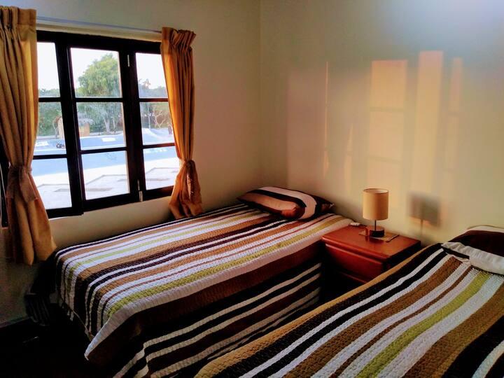Twin fin H2.Habitación doble con camas separadas.