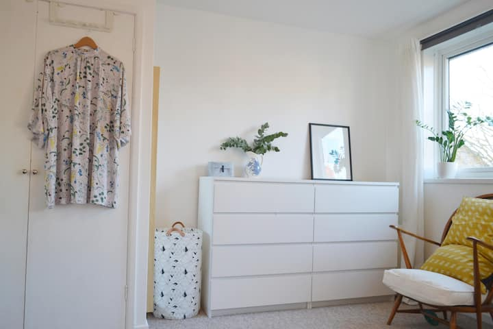 Light and airy flat in prime location w/parking