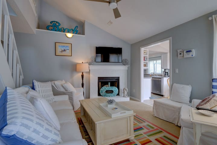 Seaside Bungalow- NEW LISTING! GREAT FALL RATES!