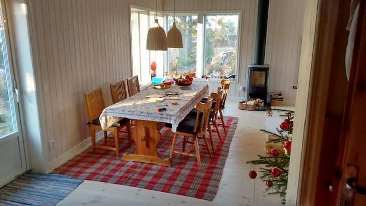 Cozy cabin near lake Orsasjön