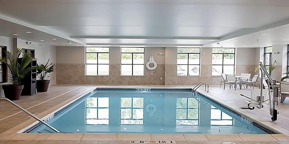 King Suite Near DTE Energy Music Theatre | Free Breakfast + Indoor Pool