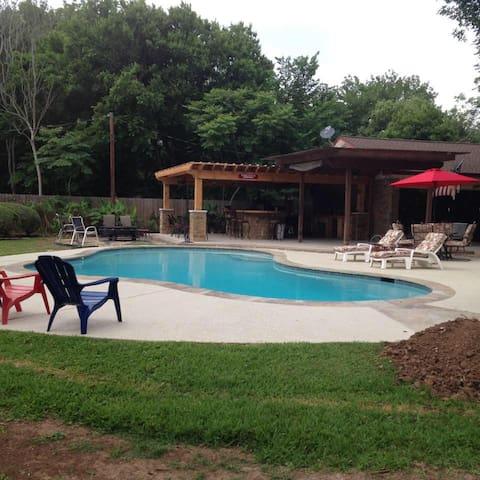 Brett's Oasis - Lake Jackson - Talo