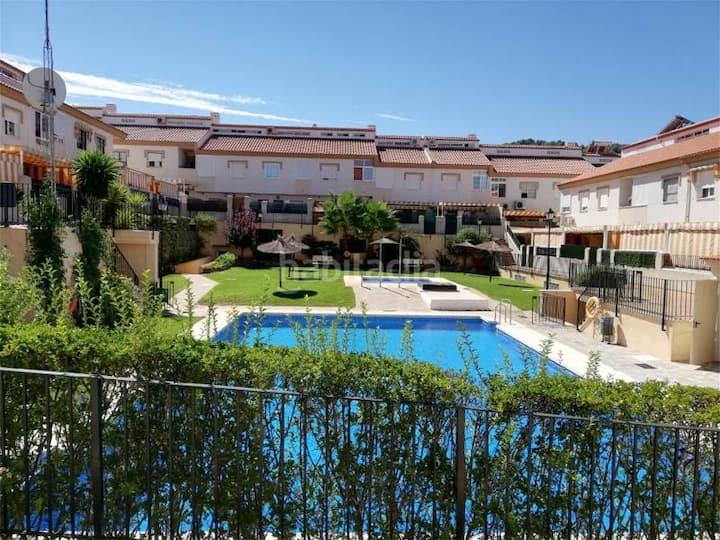 Gran duplex en reciento residencial con piscina