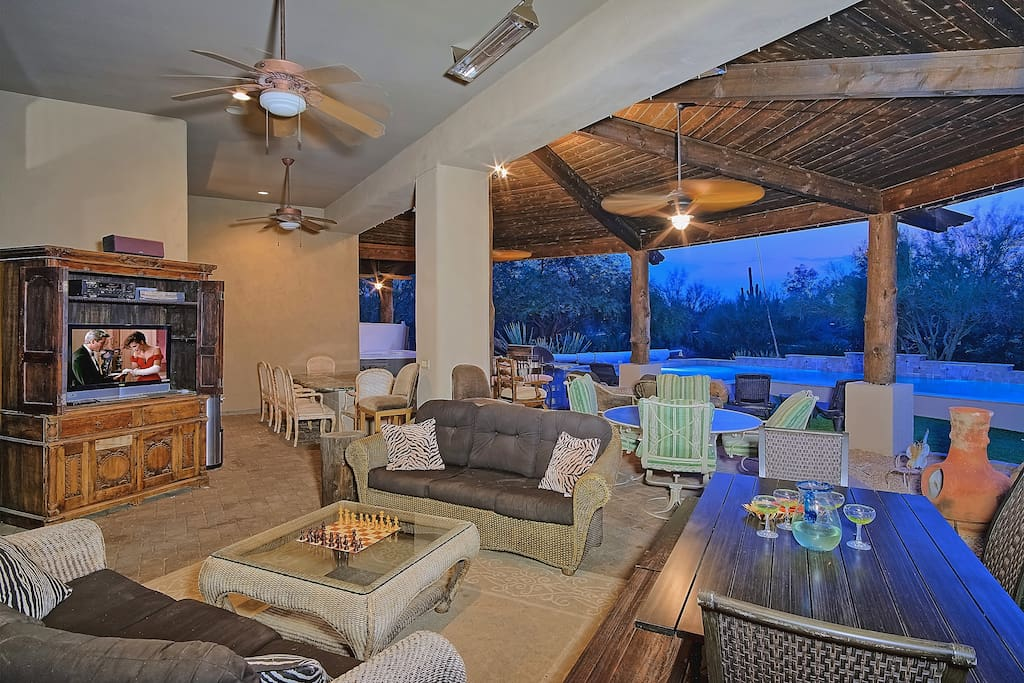 CLIMATE CONTROLLED COVERED PATIO SEATS 30, TEPANYAKI TABLE, BBQ ISLAND, HOT TUB, SATELLITE TV AND GORGEOUS SUNSETS!
