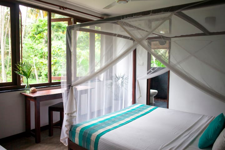 Salt Palm View Room Yoga/Surfboard Included