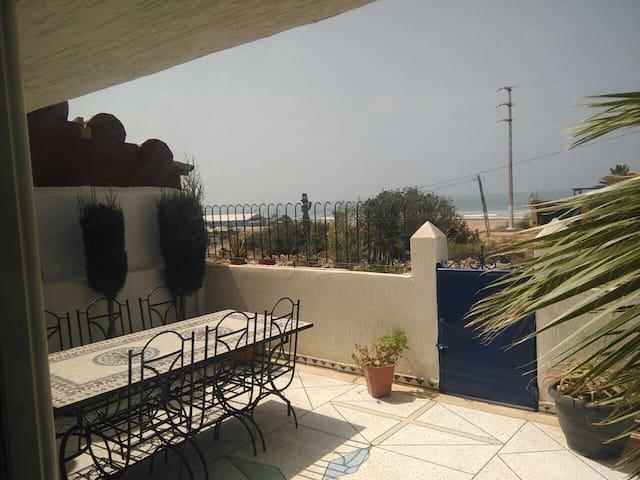 Super maison en bord de plage à 27 km d'Agadir - Imi Ouaddar - Hus