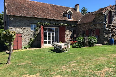 Ruime kamer in een Franse boerderij - Saint-Bonnet-de-Vieille-Vigne