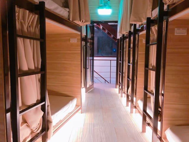 Single Bed in Mix Dorm 單人膠囊