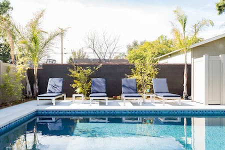 Poolside Family Home Perfect For Stay At Home Needs