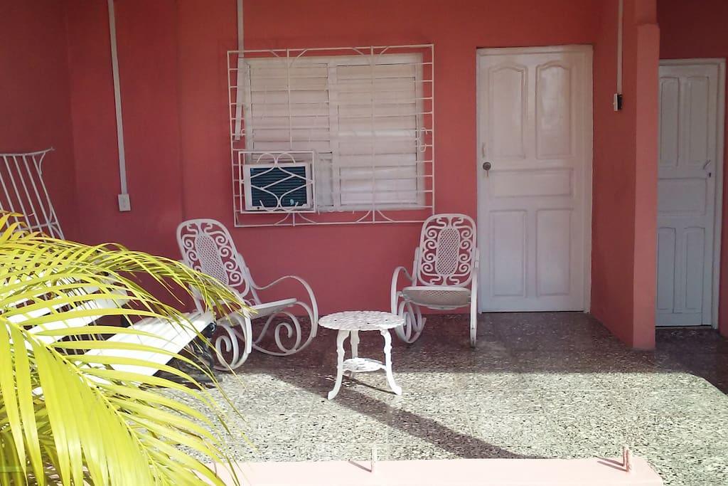 Area exterior de la habitación.
