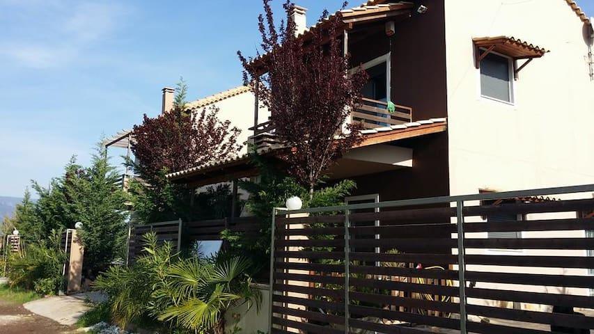 Ησυχη Μονοκατοικία 100μ από θάλλασα σε συγκρότημα - Nafpaktos - Selveierleilighet