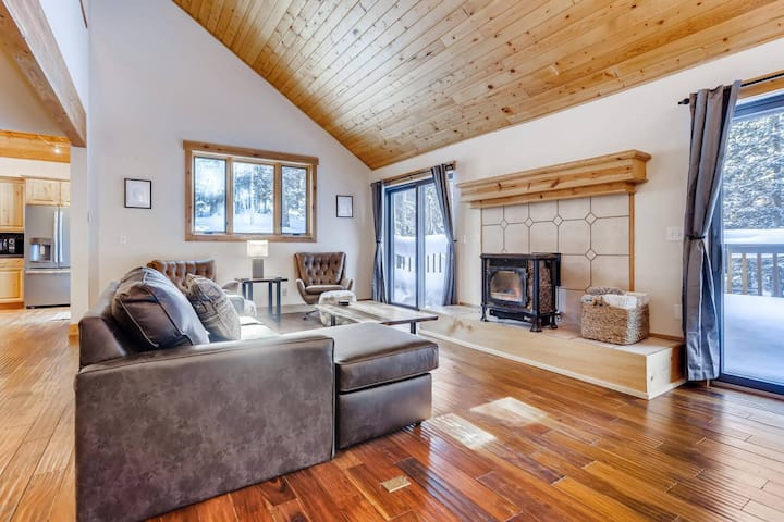 Alpine Getaway - Family/Couples Retreat - Forest Vistas - Secluded, but Close to Everything Breck