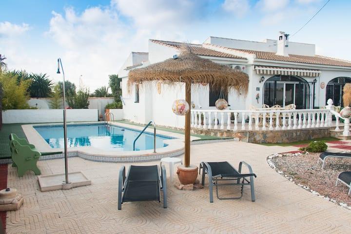 Spacious 4 bedroom villa suitable for families